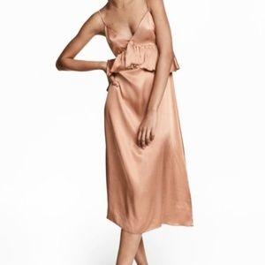 H&M -Womens V-Neck Satin Dress - Dark Beige/Peach